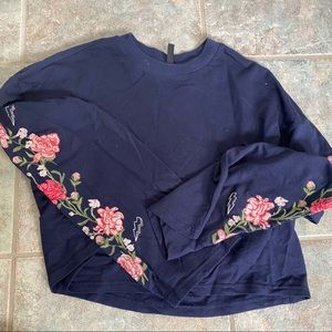 H&M Divided floral long sleeve embroidered top